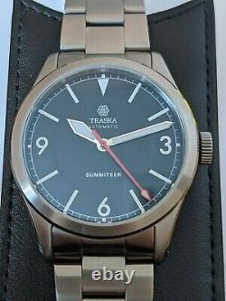 Traska Summiteer Charcoal Black Field Watch Red Seconds on Bracelet Full Kit EX